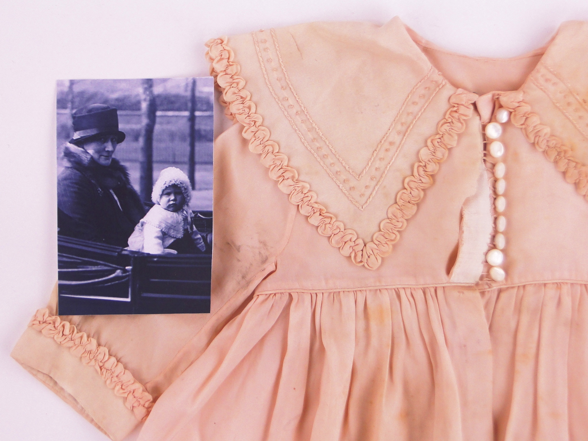 Princess Elizabeth's Baby Clothes Appear at Auction Image